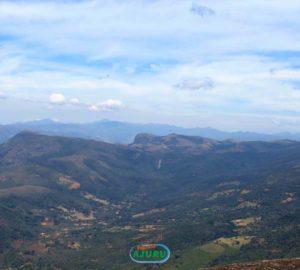 Vista do topo do Pico do Tamanduá Bandeira a 2357m de altitude